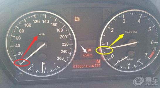 宝马318i里程表旁边出个感叹号,是怎么回事 有时候没有高清图片