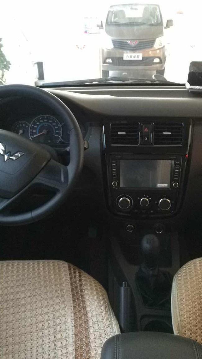 我去4s店看了五菱荣光v1.5的标准型裸车价是49800 -荣光V买车选车高清图片