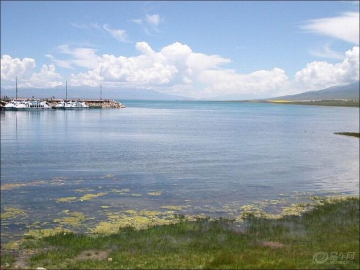 上川岛地处广东省台山市西南部,屹立于南海之中,其东邻港、澳地区及珠海经济特区,距香港、澳门分别为87海里和58海里,距大陆山咀码头为9.8海里。 上川岛岛屿面积为157平方公里,拥有十二处总长达三十多公里的风光旖旎的优质海滨沙滩,其中以东海岸的金沙滩、飞沙滩、银沙滩为度假旅游的上乘之处,其 绵延十公里,气势雄伟。正是上川岛独特的海岛风光及其优越的海滨沙滩资源,以其璞玉之质越来越引起游人的瞩目。1994年,上川岛被批准为广东省省级旅游园假区。