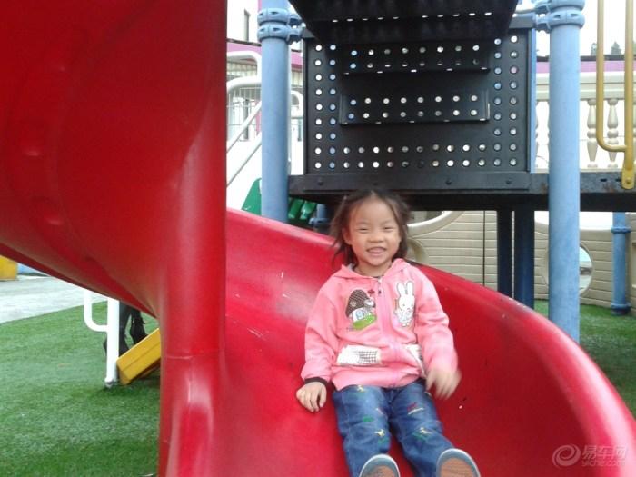 幼儿园快乐滑滑梯()