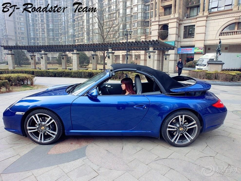 蓝色保时捷911敞篷 迟到的提车作业高清图片