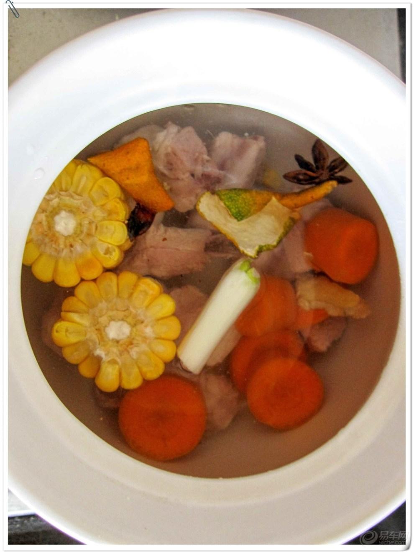 蛋蛋的营养美味汤 胡萝卜玉米排骨汤