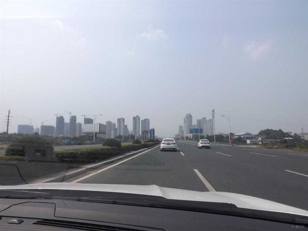 岳阳大道两边的风景