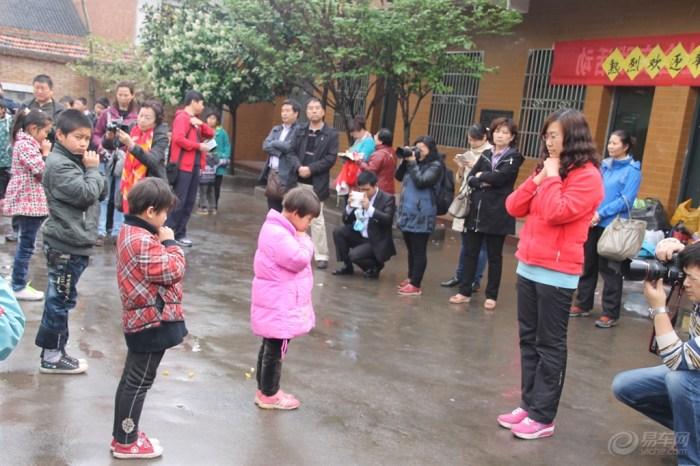 周至聋哑学校献爱心纪实.