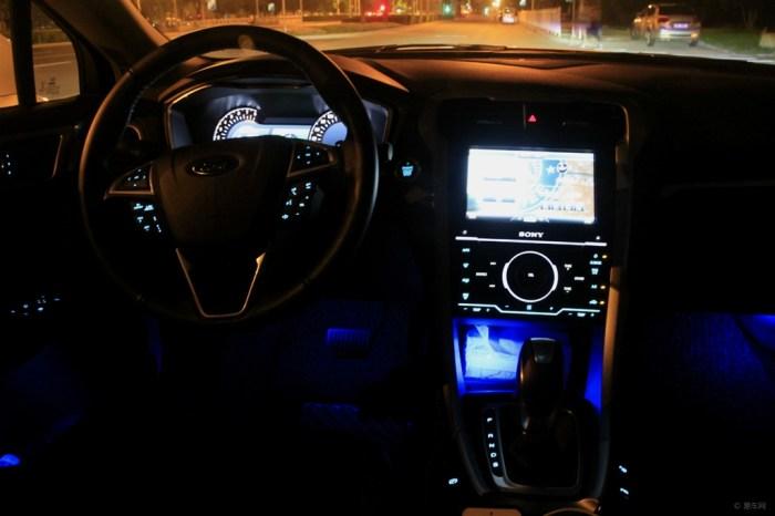 蒙迪欧汽车氛围灯怎么接线