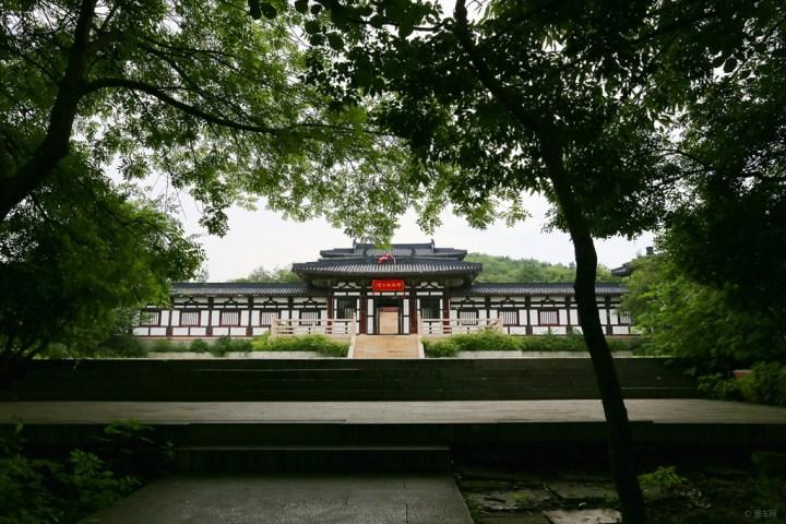 汉淮南王宫是八公山风景区的主要景观