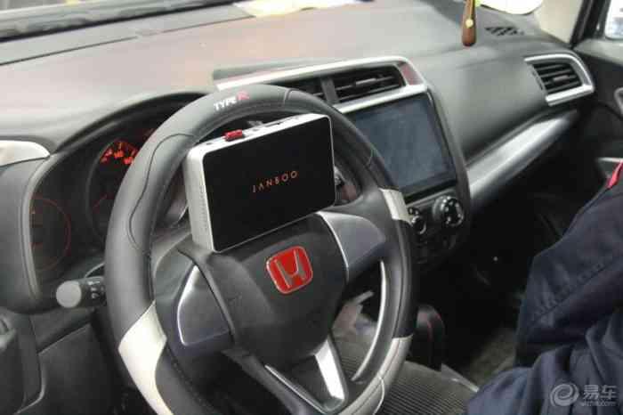 本田汽车音响改装案例 飞度  补上两张彩贴,可以借鉴,呵呵      配置