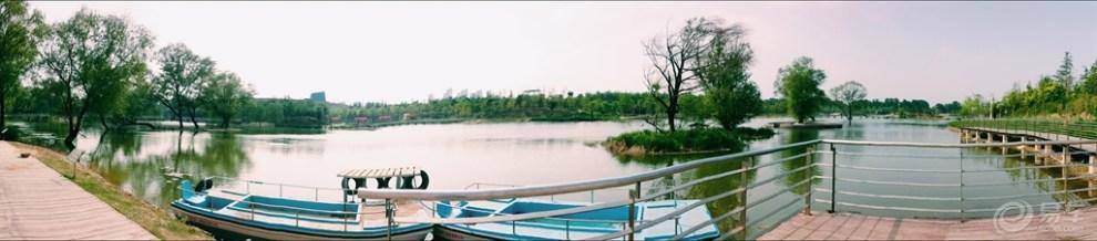 【郑州雕塑公园里的湖光水色】