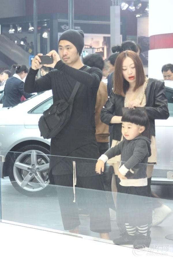【广州车展】90后潮爸潮妈 一家三口逛车展