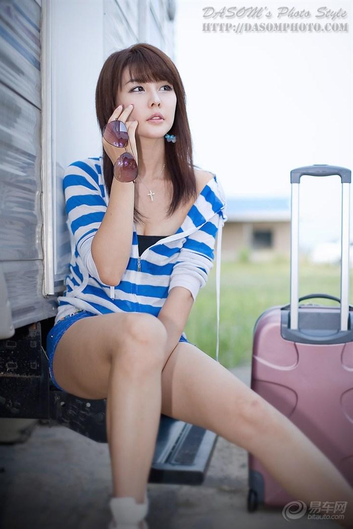 韩国第一美女车模李智友外景图