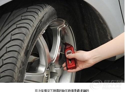 轮胎的正确气压,每辆车上都有标注.图片