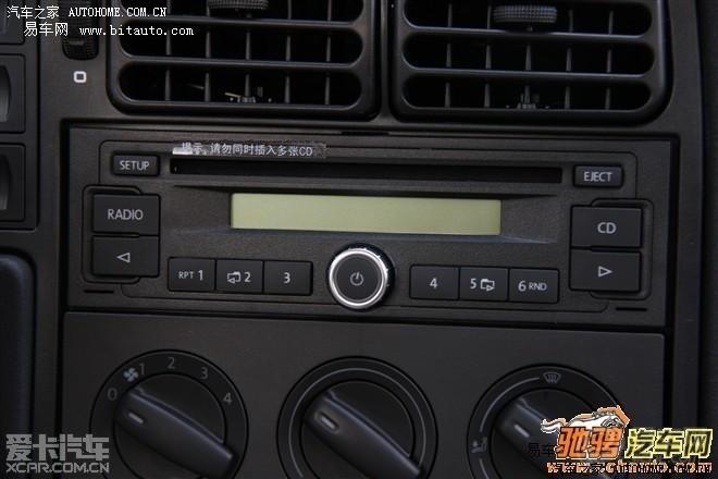原来是CD机自动放电,把CD机的电源插头拔掉,车就不漏电了。够娘养的一汽大众--JIEDA伙伴,够酿养的一汽大众--4S店,连这个毛病都找不到,还是再外边非正规的小修理厂查出的毛病。就是这个10款捷达伙伴原车CD机头,在不定期的放电,用万用表测量又测不出来漏电。拔掉电源插头它就不漏电了,电瓶也不亏电了。CD机在拔掉钥匙后 还有一根电源线是给CD机记忆模块供电的,就是记忆功能工作不稳定,造成的间歇性放电。我的CD机能够正常播放的,拔了钥匙确实就不响了,但是还有一根电线给CD机记忆模块供电的,你关机的时候唱