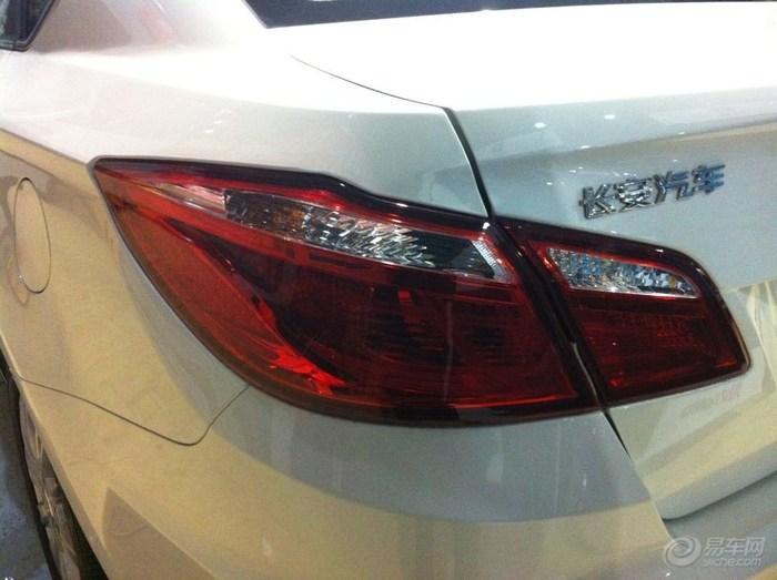 长安/长安汽车后面的字是贴上去的吗我的怎么感觉要掉了呢唉。。。