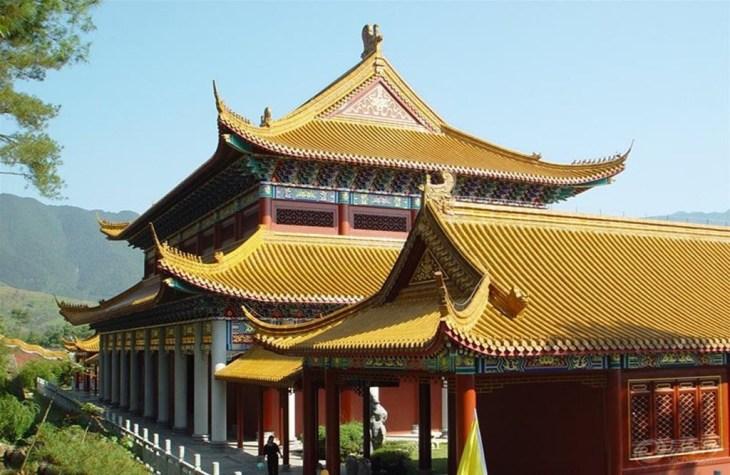 梨树洲风景区旅游资源丰富,有湖南第一高峰——酃峰(又叫神农峰);有